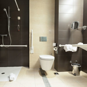 amenager salle de bain personne mobilite reduite